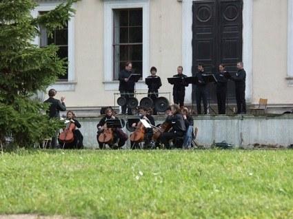 DER BLAUE KLANG - Cello- und Baritongruppe am Schloss